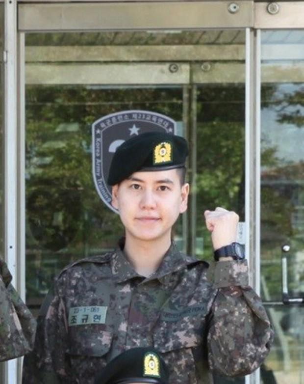Kyuhyun (Super Junior) gây sốc khi tiết lộ: Tôi bị nhòm ngó từ trên xuống dưới khi... đi tắm trong quân ngũ - Ảnh 2.