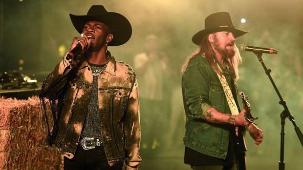 Suốt 10 năm qua, đây là những bản nhạc đồng quê hiếm hoi đạt được thứ hạng nổi bật trên BXH Billboard Hot 100 - Ảnh 10.
