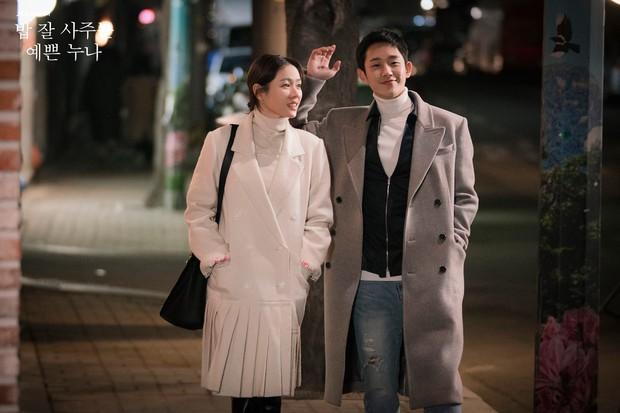 Sau mối tình ngọt lịm gây sốt với Chị Đẹp, Jung Hae In giờ là bố đơn thân hẹn hò ngoài luồng Han Ji Min - Ảnh 2.