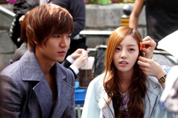 Goo Hara: Từ cô nàng theo đuổi Lee Min Ho tới scandal chấn động showbiz Hàn - Ảnh 2.