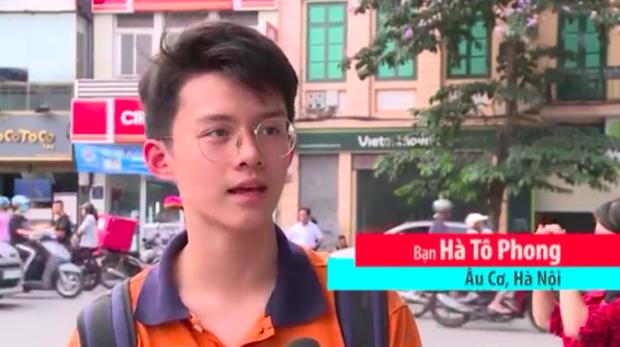 Trai đẹp qua đường va phải ống kính VTV: Là học sinh trường Wellspring Hà Nội, biết chơi piano lại còn ăn mặc siêu cool - Ảnh 1.