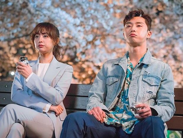 Trước khi yêu Song Joong Ki, Kim Ji Won dính thính cực mạnh từ 5 nam thần màn ảnh này: Số 6 còn bị đồn hẹn hò! - Ảnh 13.