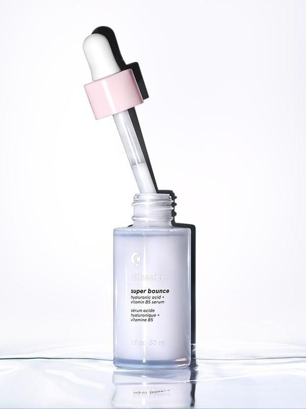 Làm da mướt nhưng chẳng nhờn dính, 6 chai serum này sẽ cứu bạn khỏi thảm họa mặt như chảo dầu khi dưỡng ẩm ngày hè - Ảnh 2.