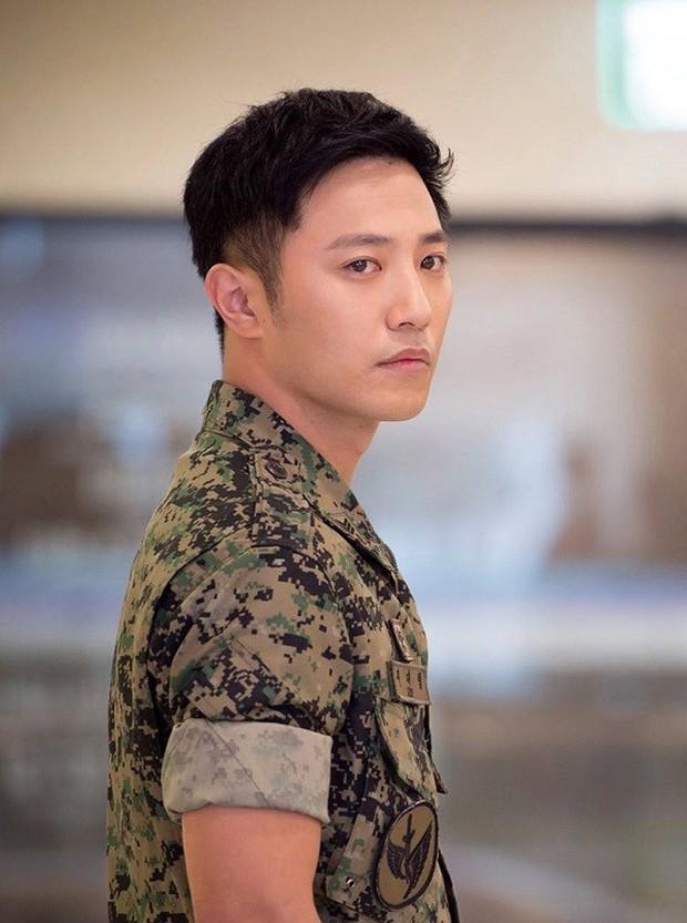 Trước khi yêu Song Joong Ki, Kim Ji Won dính thính cực mạnh từ 5 nam thần màn ảnh này: Số 6 còn bị đồn hẹn hò! - Ảnh 4.