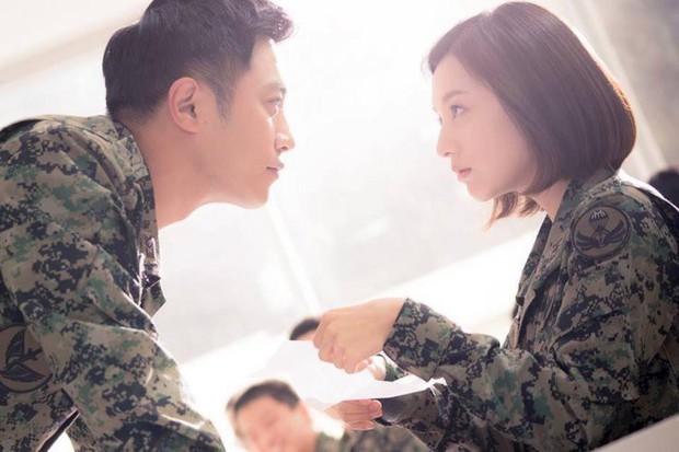 Trước khi yêu Song Joong Ki, Kim Ji Won dính thính cực mạnh từ 5 nam thần màn ảnh này: Số 6 còn bị đồn hẹn hò! - Ảnh 5.