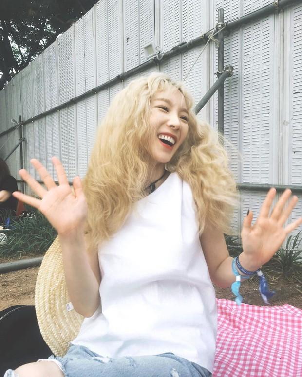 Taeyeon trong loạt hình trẩy hội mới nhất: Tuổi 30 nhan sắc hack tuổi lên hương mà nhắng nhít như trẻ lên 3 - Ảnh 2.