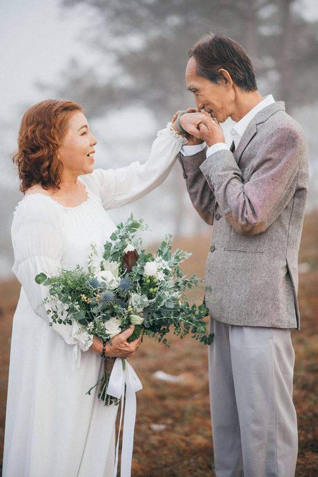 Bộ ảnh chụp ở Đà Lạt của couple U60: Dù thời gian có tàn nhẫn thế nào đi chăng nữa, tôi vẫn nắm tay bà đi hết cuộc đời này - Ảnh 6.