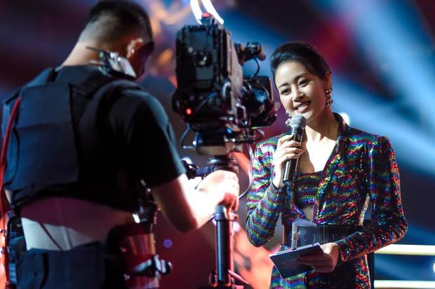Thí sinh Giọng hát Việt đòi được gọi đúng nghệ danh mới ra sân khấu bị ném đá không trượt phát nào - Ảnh 2.