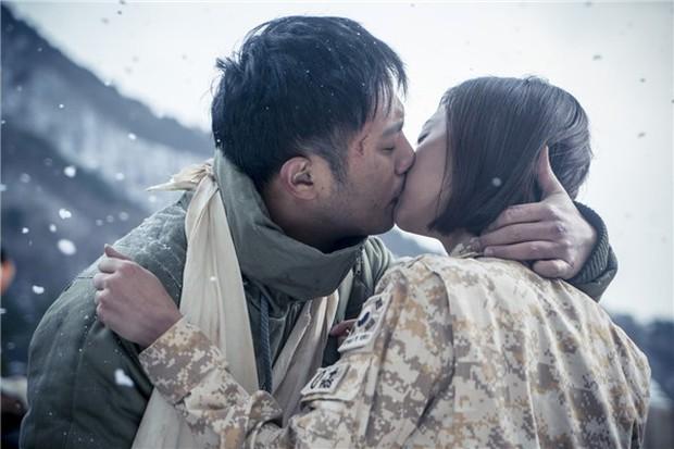 Trước khi yêu Song Joong Ki, Kim Ji Won dính thính cực mạnh từ 5 nam thần màn ảnh này: Số 6 còn bị đồn hẹn hò! - Ảnh 7.