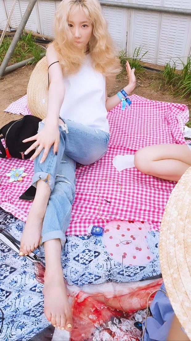 Taeyeon trong loạt hình trẩy hội mới nhất: Tuổi 30 nhan sắc hack tuổi lên hương mà nhắng nhít như trẻ lên 3 - Ảnh 4.