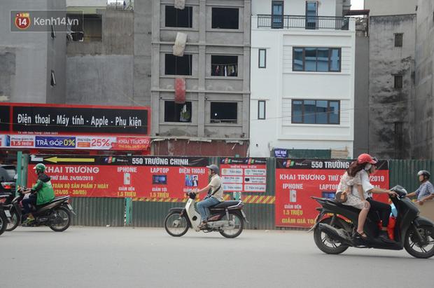 Chùm ảnh: Cột điện xiêu vẹo, rác thải ngổn ngang bốc mùi trên con đường nghìn tỷ Trường Chinh - Ảnh 11.