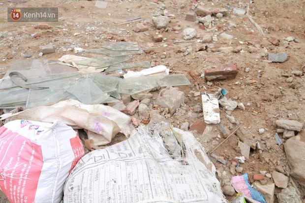 Chùm ảnh: Cột điện xiêu vẹo, rác thải ngổn ngang bốc mùi trên con đường nghìn tỷ Trường Chinh - Ảnh 8.