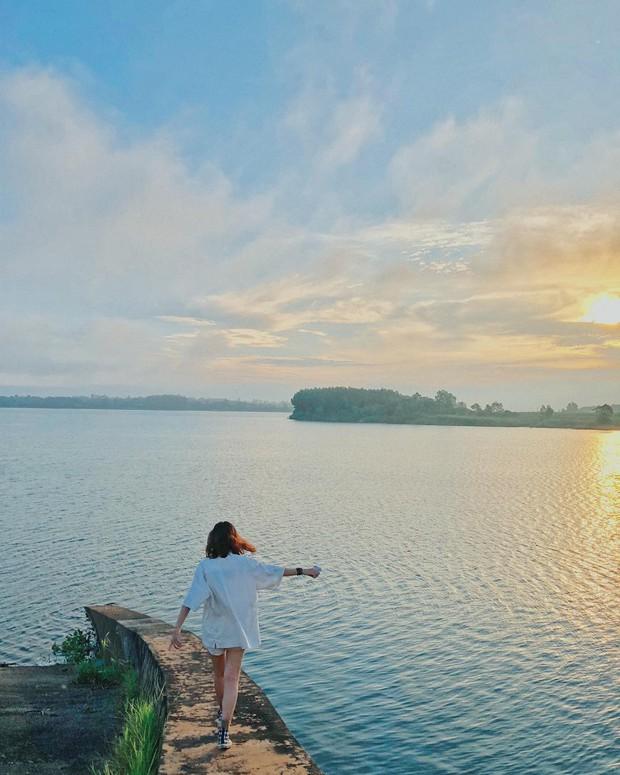 Ngắm nhìn Hồ Trị An, địa điểm xuất hiện trong MV đình đám của Min và Đen Vâu mới thấy: Chỗ này chill phết! - Ảnh 7.
