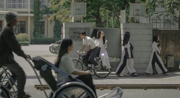 Nhìn thầy Ngạn chở Mắt Biếc Hà Lan trên chiếc xe đạp cũ, bạn đã thấy thanh xuân mình thắm lại chưa? - Ảnh 4.