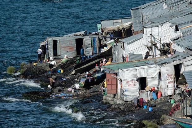 """Hòn đảo """"nghẹt thở"""" nhất hành tinh: Chưa bằng nửa sân bóng nhưng có cả nghìn dân - Ảnh 2."""