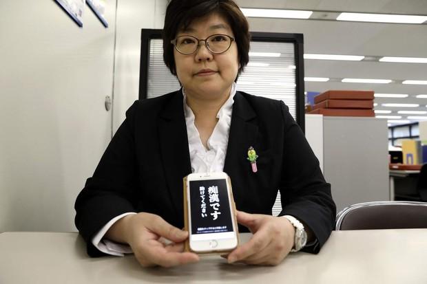 """Trước nạn sàm sỡ trên tàu điện, cảnh sát Nhật Bản tung ứng dụng """"gào thét"""" cho nạn nhân bị quấy rối - Ảnh 3."""