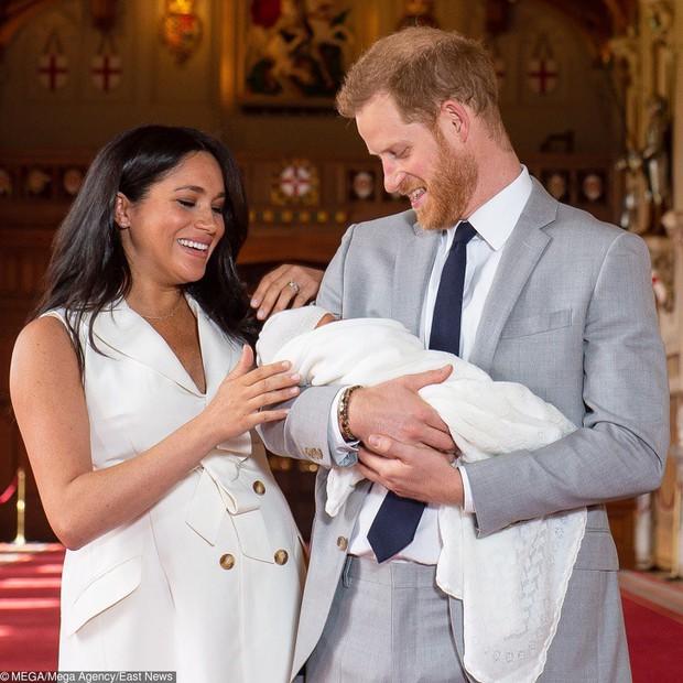 Là con lai đầu tiên trong lịch sử hoàng tộc, con trai của Harry và Meghan lớn lên trông sẽ như thế nào? - Ảnh 1.