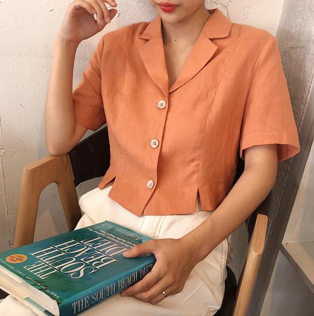 Chị em hãy ghim ngay 5 kiểu áo xinh xắn và mát rượi này để chấp hết mọi đợt nắng nóng kinh hoàng - Ảnh 12.