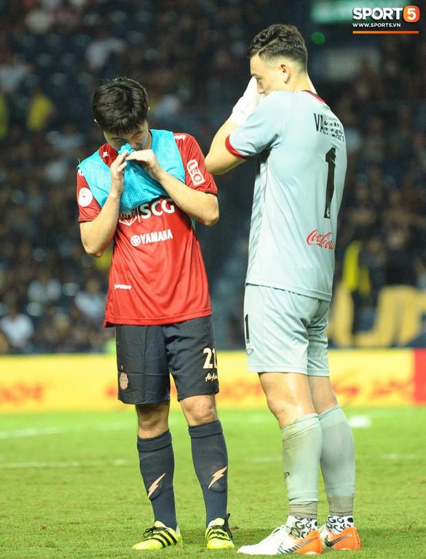 Xuân Trường, Văn Lâm ôm nhau đầy tình cảm sau trận đối đầu tại Thai League - Ảnh 5.