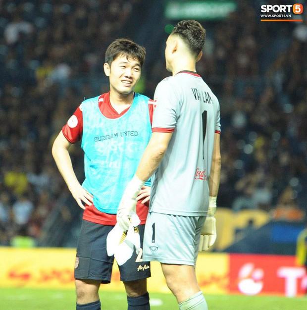 Xuân Trường, Văn Lâm ôm nhau đầy tình cảm sau trận đối đầu tại Thai League - Ảnh 6.