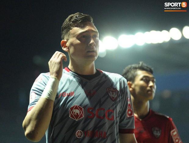 Xuân Trường, Văn Lâm ôm nhau đầy tình cảm sau trận đối đầu tại Thai League - Ảnh 8.