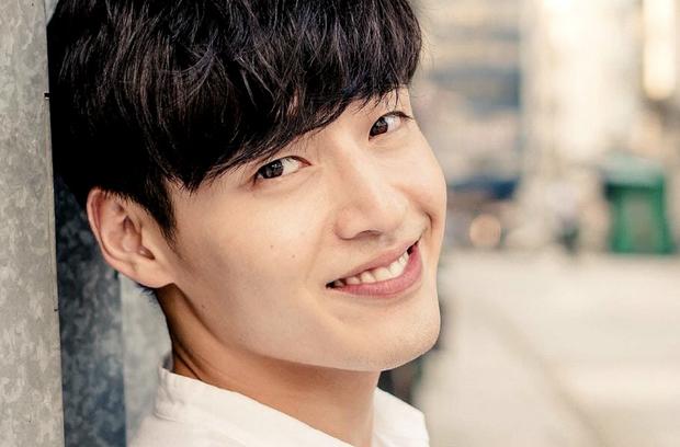 Trước khi yêu Song Joong Ki, Kim Ji Won dính thính cực mạnh từ 5 nam thần màn ảnh này: Số 6 còn bị đồn hẹn hò! - Ảnh 9.