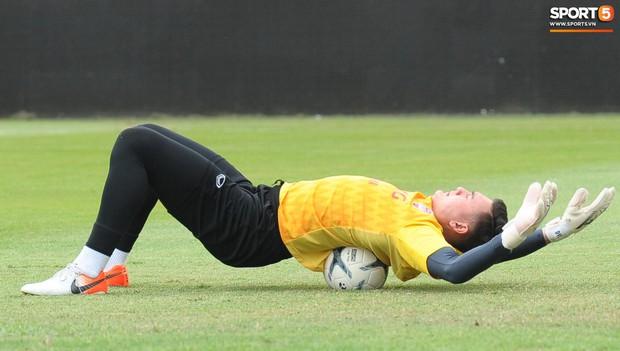Đặng Văn Lâm tiết lộ đã thăm dò kỹ 2 tiền đạo Thái Lan, sẵn sàng gieo sầu cho chủ nhà tại Kings Cup 2019 - Ảnh 11.
