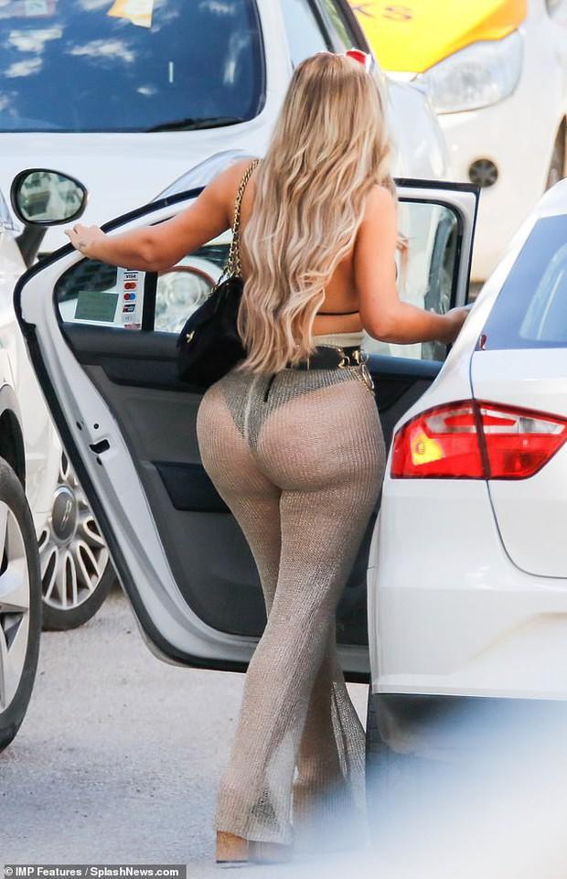 Thảm họa thẩm mỹ nước Anh lột xác thành phiên bản lỗi của Kim Kardashian, khoe vòng 3 khủng đến mức méo mó - Ảnh 3.