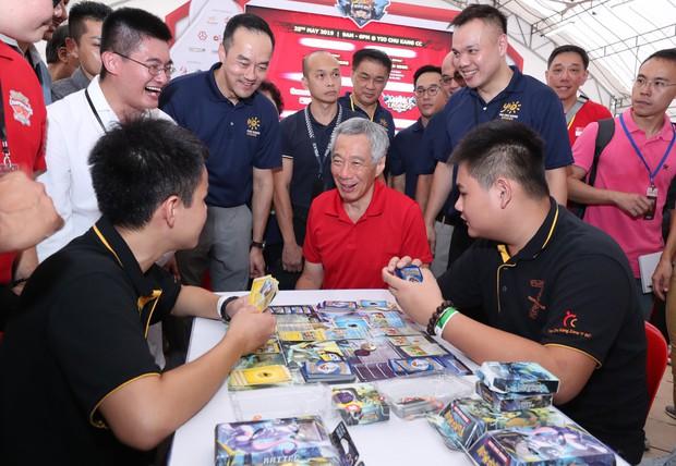 Thủ tướng Singapore xắn tay áo ngồi chơi điện tử, hào hứng với sự phát triển của Esports nước nhà - Ảnh 2.