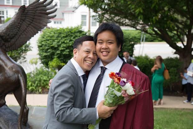 Chia sẻ xúc động của bố thần đồng Đỗ Nhật Nam trong ngày con trai tốt nghiệp THPT: Giây phút ấy thiêng liêng hơn tất thảy tiền tài và danh vọng - Ảnh 3.