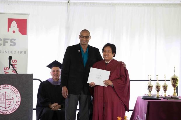 Chia sẻ xúc động của bố thần đồng Đỗ Nhật Nam trong ngày con trai tốt nghiệp THPT: Giây phút ấy thiêng liêng hơn tất thảy tiền tài và danh vọng - Ảnh 4.