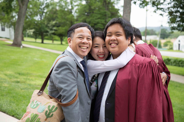 Chia sẻ xúc động của bố thần đồng Đỗ Nhật Nam trong ngày con trai tốt nghiệp THPT: Giây phút ấy thiêng liêng hơn tất thảy tiền tài và danh vọng - Ảnh 1.