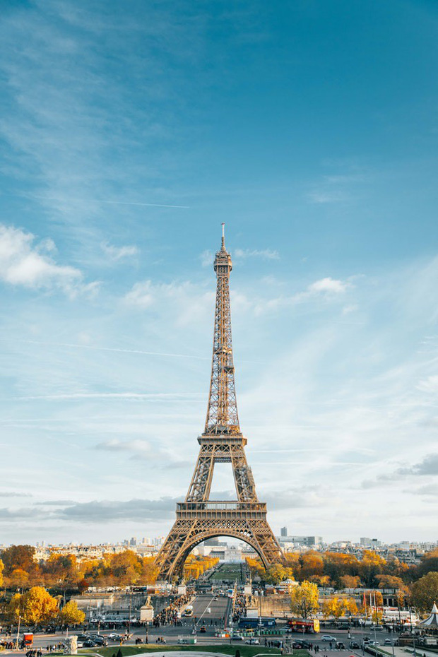"""3 """"mẩu"""" BLACKPINK đều có ảnh check-in lung linh ở tháp Eiffel, nhưng đến khi fan quay ra nhìn hình của Jisoo thì chỉ biết lắc đầu ngán ngẩm - Ảnh 2."""