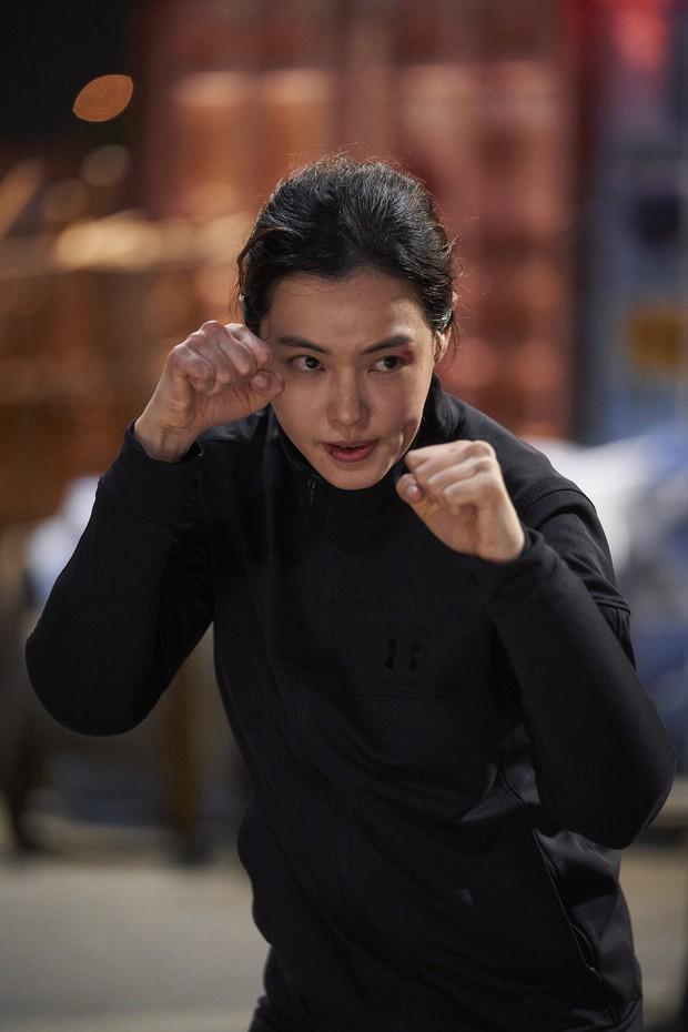 Làm parody sống động hơn bản thật, Song Hye Kyo sẽ khóc thét khi thấy chồng mình bị đổi diện mạo như thế này! - Ảnh 14.
