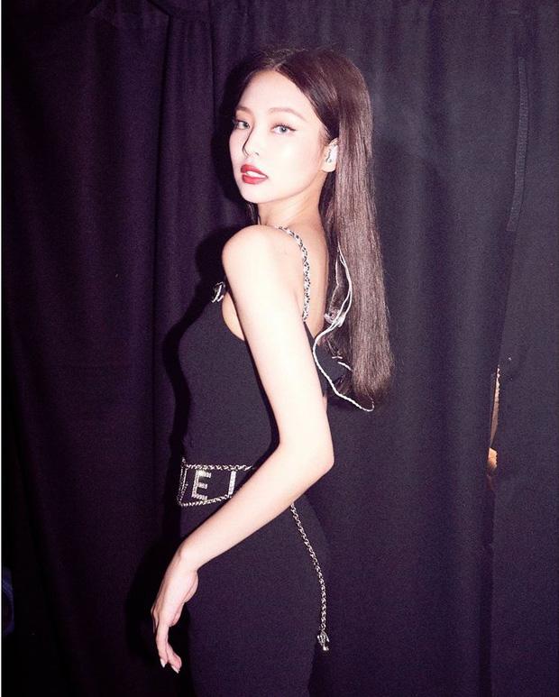 Nhiều lần gây sốt vì body sexy, nhưng có lẽ chưa bao giờ Jennie (BLACKPINK) nóng bỏng đến mức này! - Ảnh 2.