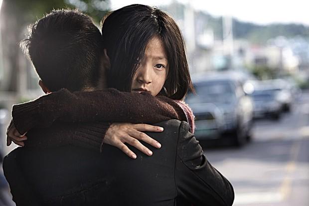 Làm parody sống động hơn bản thật, Song Hye Kyo sẽ khóc thét khi thấy chồng mình bị đổi diện mạo như thế này! - Ảnh 23.