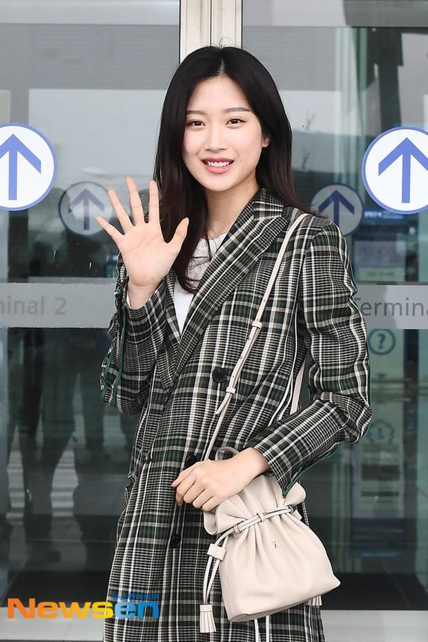 Dàn idol Kpop khiến sân bay náo loạn: Nữ thần Kpop Tzuyu (TWICE) tuột dốc khó đỡ, bị nữ diễn viên 9x nhà SM lấn át - Ảnh 8.