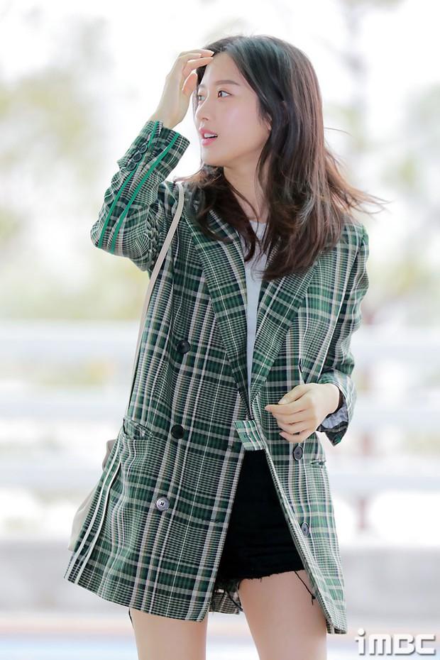 Dàn idol Kpop khiến sân bay náo loạn: Nữ thần Kpop Tzuyu (TWICE) tuột dốc khó đỡ, bị nữ diễn viên 9x nhà SM lấn át - Ảnh 7.