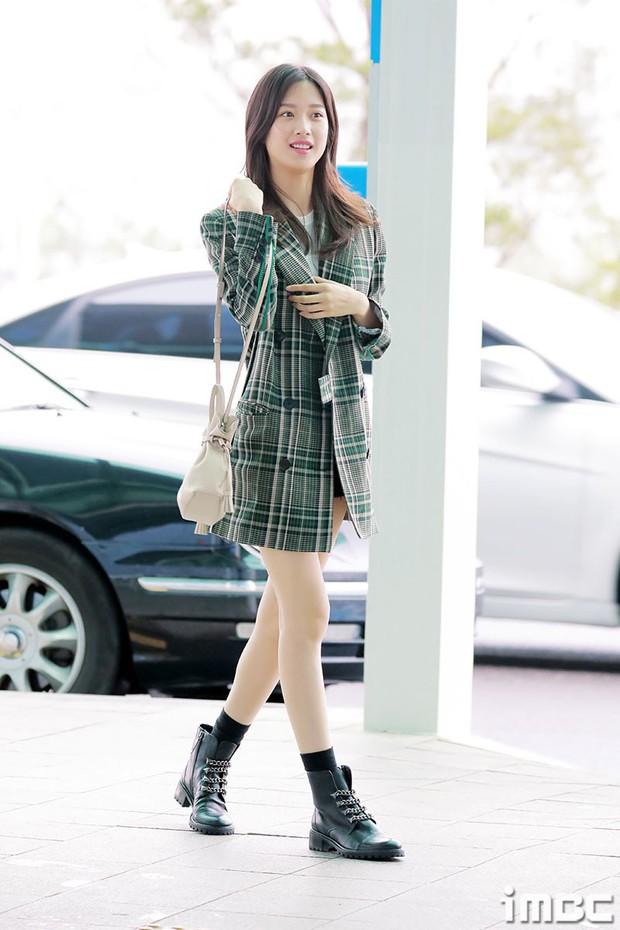 Dàn idol Kpop khiến sân bay náo loạn: Nữ thần Kpop Tzuyu (TWICE) tuột dốc khó đỡ, bị nữ diễn viên 9x nhà SM lấn át - Ảnh 6.