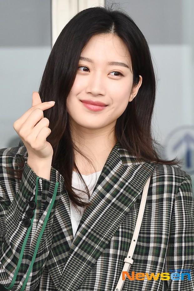 Dàn idol Kpop khiến sân bay náo loạn: Nữ thần Kpop Tzuyu (TWICE) tuột dốc khó đỡ, bị nữ diễn viên 9x nhà SM lấn át - Ảnh 9.