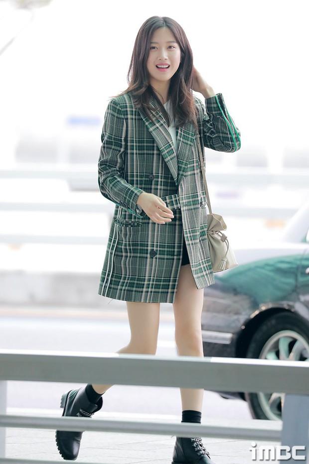 Dàn idol Kpop khiến sân bay náo loạn: Nữ thần Kpop Tzuyu (TWICE) tuột dốc khó đỡ, bị nữ diễn viên 9x nhà SM lấn át - Ảnh 5.