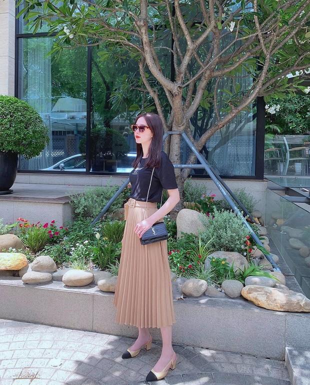 Chân váy xếp ly vẫn chưa hạ nhiệt, được hết thảy các sao nữ Việt diện tuyệt xinh và nàng công sở phải học theo ngay - Ảnh 1.