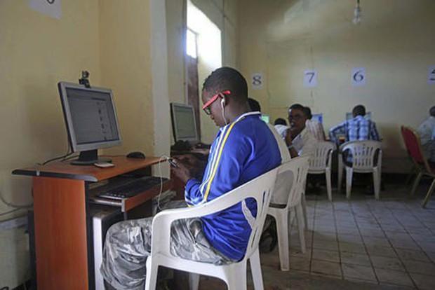 Trải nghiệm quán net ở châu Phi: Mở web mất 5 phút, có nơi thu phí cắt cổ tới 400.000 đồng/giờ - Ảnh 7.