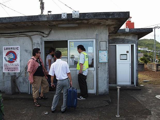 Nhật Bản: Trong miệng núi lửa đang âm ỉ vẫn có bãi đáp trực thăng và 200 người dân sinh sống - Ảnh 8.