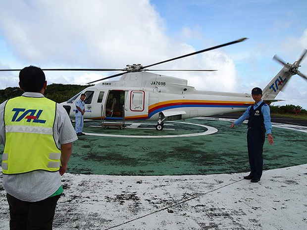 Nhật Bản: Trong miệng núi lửa đang âm ỉ vẫn có bãi đáp trực thăng và 200 người dân sinh sống - Ảnh 9.