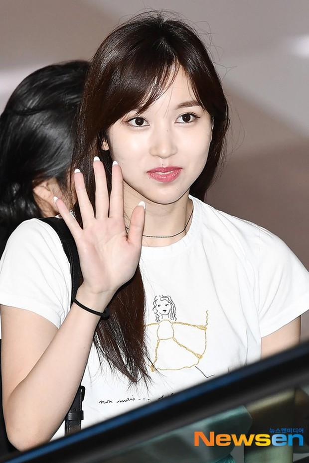 Dàn idol Kpop khiến sân bay náo loạn: Nữ thần Kpop Tzuyu (TWICE) tuột dốc khó đỡ, bị nữ diễn viên 9x nhà SM lấn át - Ảnh 11.