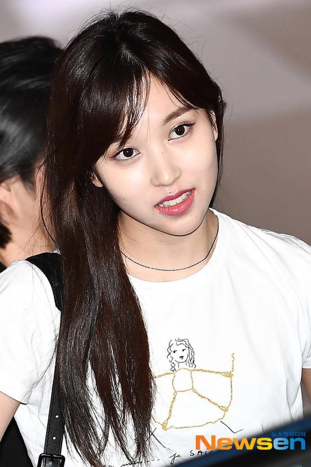 Dàn idol Kpop khiến sân bay náo loạn: Nữ thần Kpop Tzuyu (TWICE) tuột dốc khó đỡ, bị nữ diễn viên 9x nhà SM lấn át - Ảnh 12.
