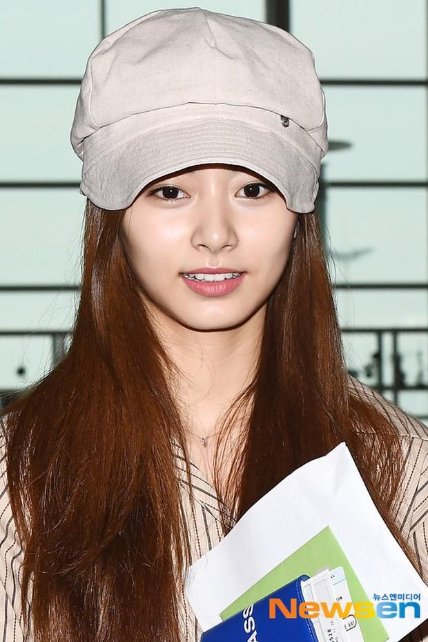 Dàn idol Kpop khiến sân bay náo loạn: Nữ thần Kpop Tzuyu (TWICE) tuột dốc khó đỡ, bị nữ diễn viên 9x nhà SM lấn át - Ảnh 4.