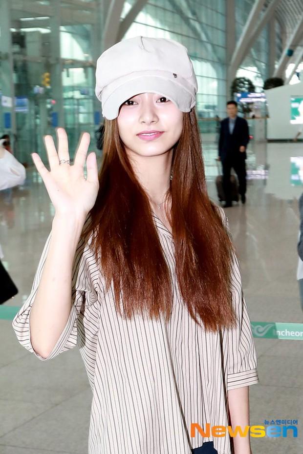 Dàn idol Kpop khiến sân bay náo loạn: Nữ thần Kpop Tzuyu (TWICE) tuột dốc khó đỡ, bị nữ diễn viên 9x nhà SM lấn át - Ảnh 3.