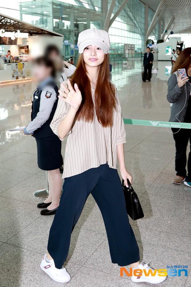 Dàn idol Kpop khiến sân bay náo loạn: Nữ thần Kpop Tzuyu (TWICE) tuột dốc khó đỡ, bị nữ diễn viên 9x nhà SM lấn át - Ảnh 1.